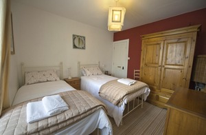 Twin bedroom in Aisling Cottage